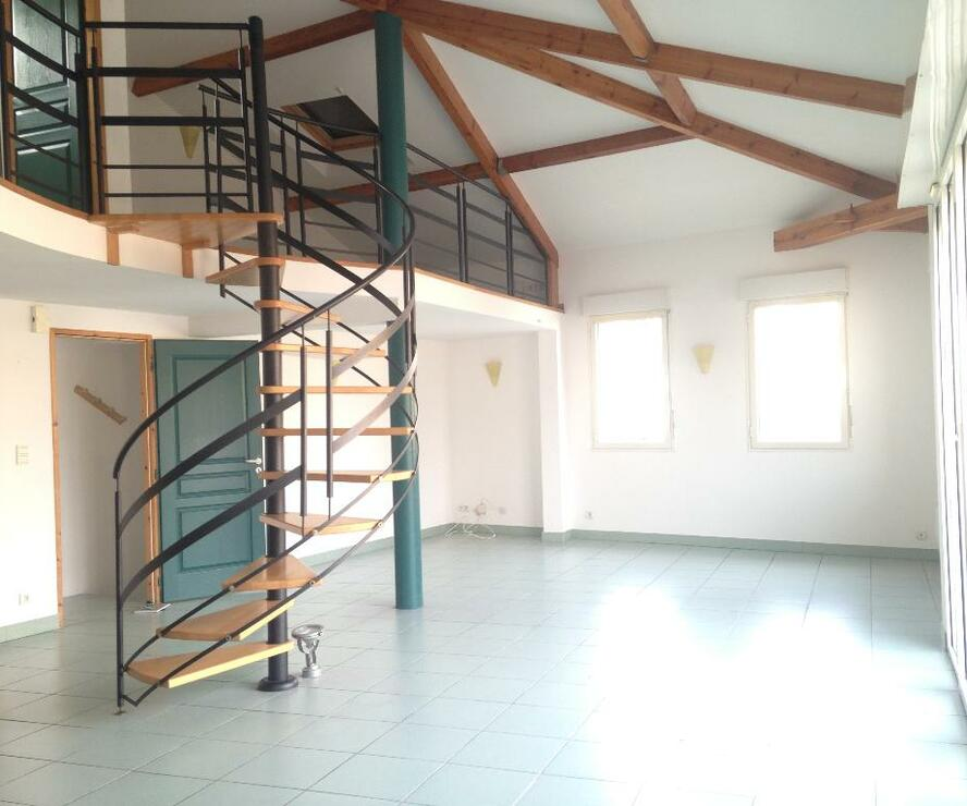 Location Appartement 3 pièces 92m² Lombez (32220) - photo