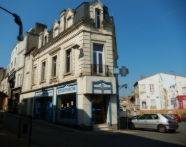 Vente Maison 8 pièces 235m² Parthenay (79200) - photo