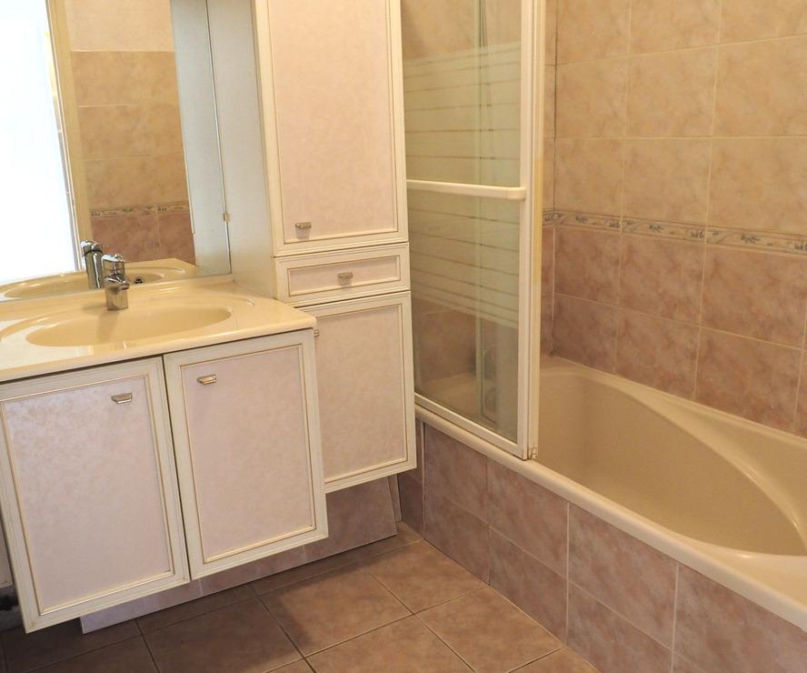 vente appartement 4 pi ces grenoble 38000 127623. Black Bedroom Furniture Sets. Home Design Ideas