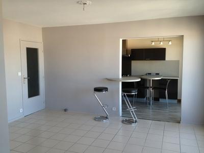 Location Appartement 2 pièces 66m² Saint-Étienne (42000) - Photo 2