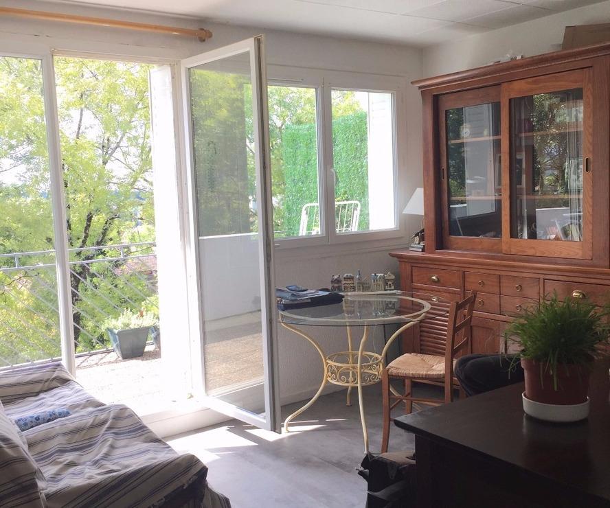 vente appartement 2 pi ces pau 64000 312425. Black Bedroom Furniture Sets. Home Design Ideas