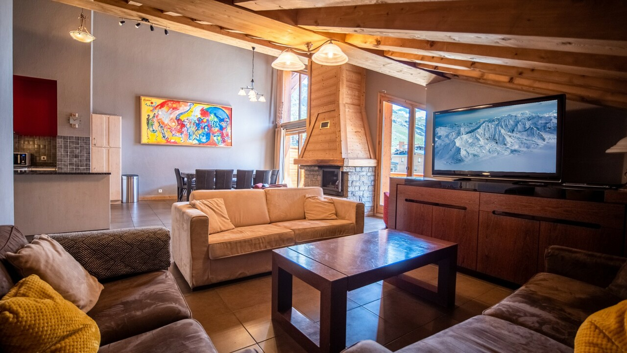 Val Thorens accommodation chalets for sale in Val Thorens apartments to buy in Val Thorens holiday homes to buy in Val Thorens