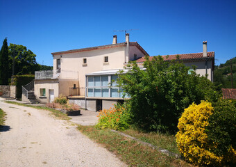 Vente Maison 7 pièces 114m² Le Teil (07400) - photo