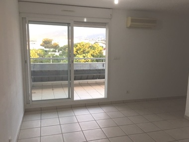 Location Appartement 1 pièce 21m² Sainte-Clotilde (97490) - photo