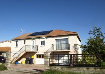 Vente Maison 8 pièces 165m² Sainte-Agathe-la-Bouteresse (42130) - Photo 1