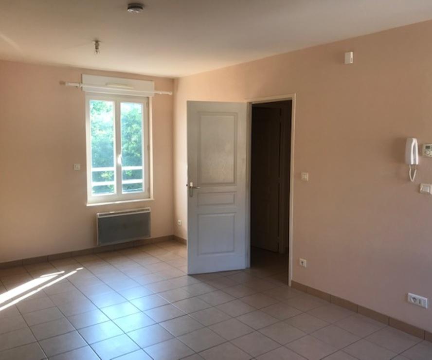 Location Appartement 3 pièces 60m² Amplepuis (69550) - photo