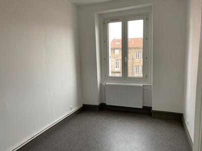 Location Appartement 3 pièces 89m² Saint-Étienne (42000) - Photo 3