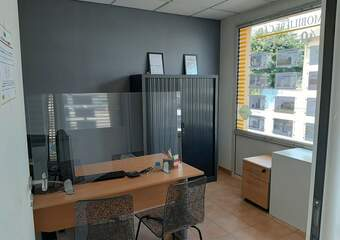 Location Local commercial 3 pièces 42m² Saint-Bonnet-de-Mure (69720) - Photo 1