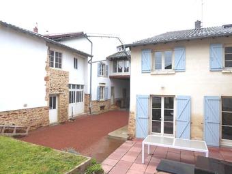 Vente Maison 8 pièces 250m² Salles-Arbuissonnas-en-Beaujolais (69460) - Photo 1