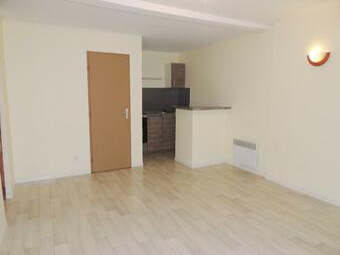 Renting Apartment 2 rooms 42m² Lombez (32220) - photo 2