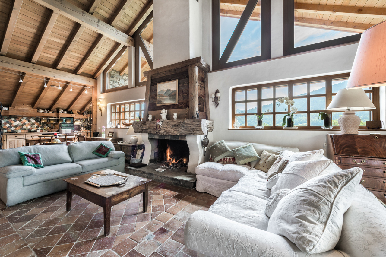 CHALET WITH SOUTH FACING TERRACE Chalet in Meribel