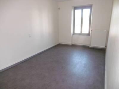 Location Maison 7 pièces 135m² Saint-Jean-des-Ollières (63520) - Photo 15