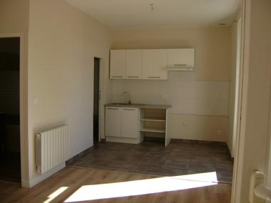 Location Appartement 4 pièces 74m² Le Teil (07400) - photo