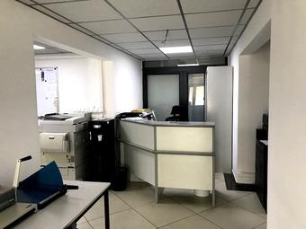 Location Bureaux 77m² La Bretagne (97490) - photo