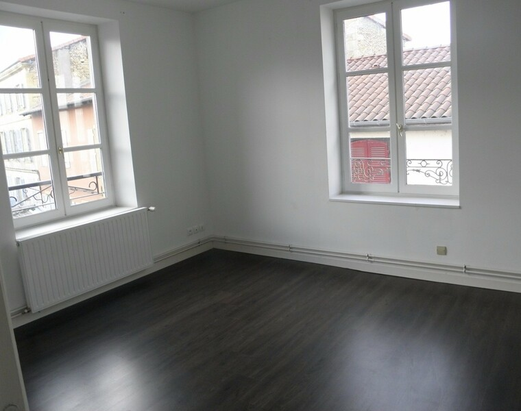 Location Appartement 82m² Charlieu (42190) - photo