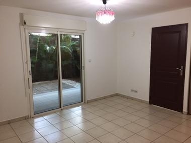 Location Appartement 1 pièce 25m² Sainte-Clotilde (97490) - photo