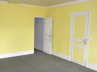 Location Appartement 4 pièces 83m² Pacy-sur-Eure (27120) - photo 2