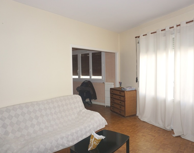 Renting Apartment 2 rooms 61m² Pau (64000) - photo
