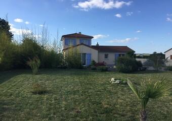 Vente Maison 5 pièces 135m² Saint-Clément-de-Régnat (63310) - Photo 1