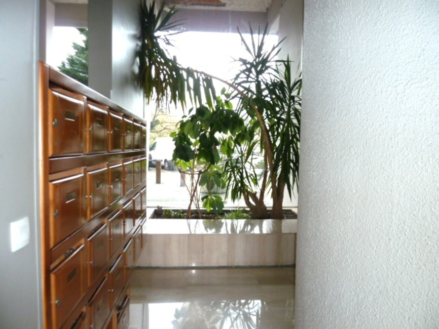 vente appartement 2 pi ces grenoble 38100 240409. Black Bedroom Furniture Sets. Home Design Ideas