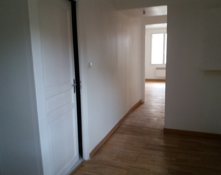 Location Appartement 51m² Cours-la-Ville (69470) - photo