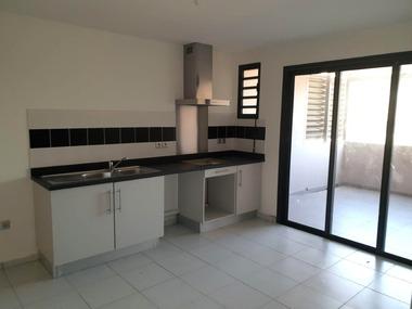 Location Appartement 3 pièces 65m² L'Etang-Sale (97427) - photo
