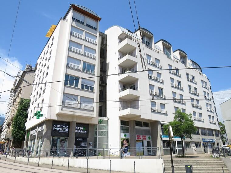 Location Garage 14m² Grenoble (38000) - photo