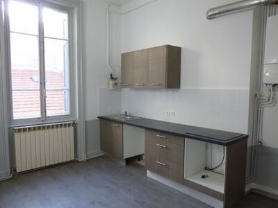 Location Appartement 3 pièces 97m² Saint-Étienne (42000) - Photo 4
