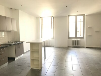 Location Appartement 2 pièces 69m² Saint-Étienne (42000) - Photo 2