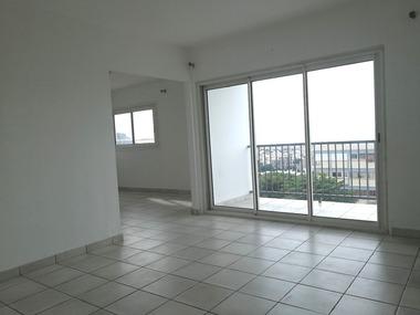 Location Appartement 4 pièces 80m² Saint-Denis (97400) - photo