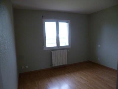 Location Maison 4 pièces 97m² Momas (64230) - Photo 14