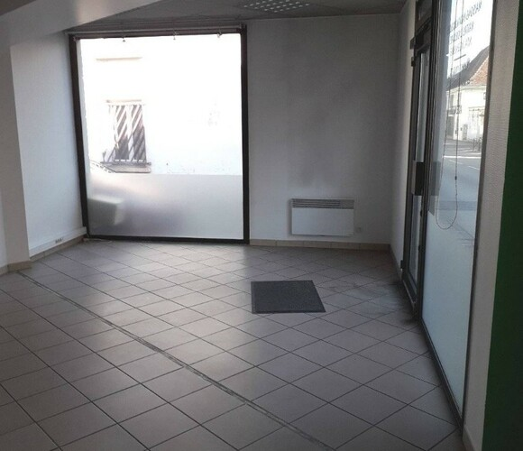 Location Local commercial 2 pièces 59m² Les Abrets (38490) - photo