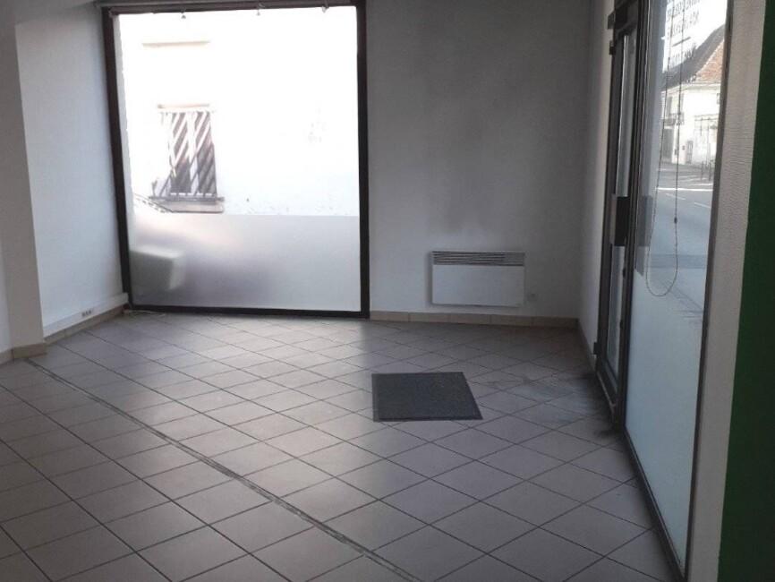 Location Local commercial 2 pièces 59m² Les Abrets (38490) - photo