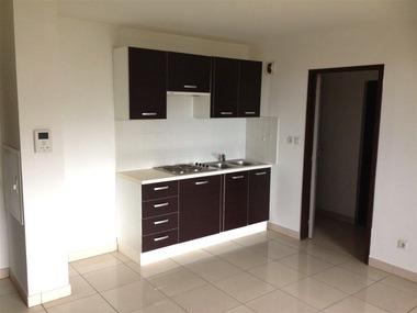 Location Appartement 2 pièces 37m² Saint-Denis (97400) - photo