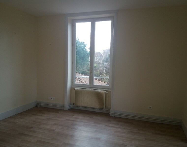 Location Appartement 52m² Charlieu (42190) - photo