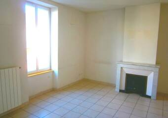 Location Appartement 4 pièces 72m² Cours-la-Ville (69470) - photo 2