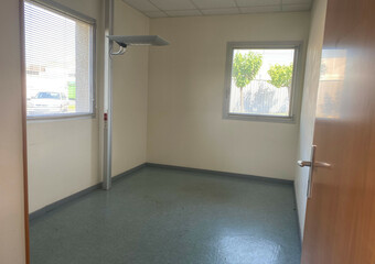 Renting Office 4 rooms 59m² Agen (47000) - photo