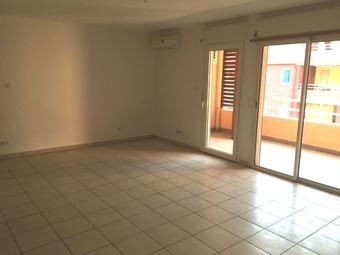 Location Appartement 1 pièce 40m² Sainte-Clotilde (97490) - photo