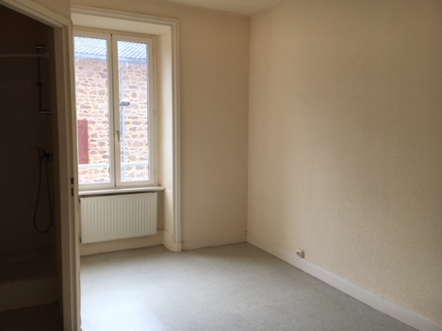 Location Appartement 2 pièces 36m² Cours-la-Ville (69470) - photo