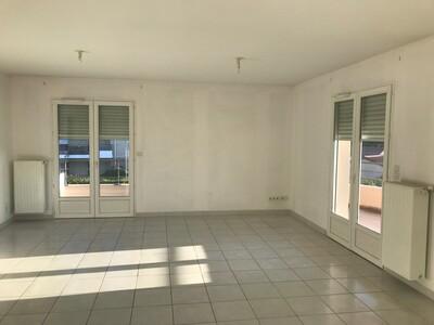 Location Appartement 2 pièces 74m² Savigneux (42600) - Photo 2