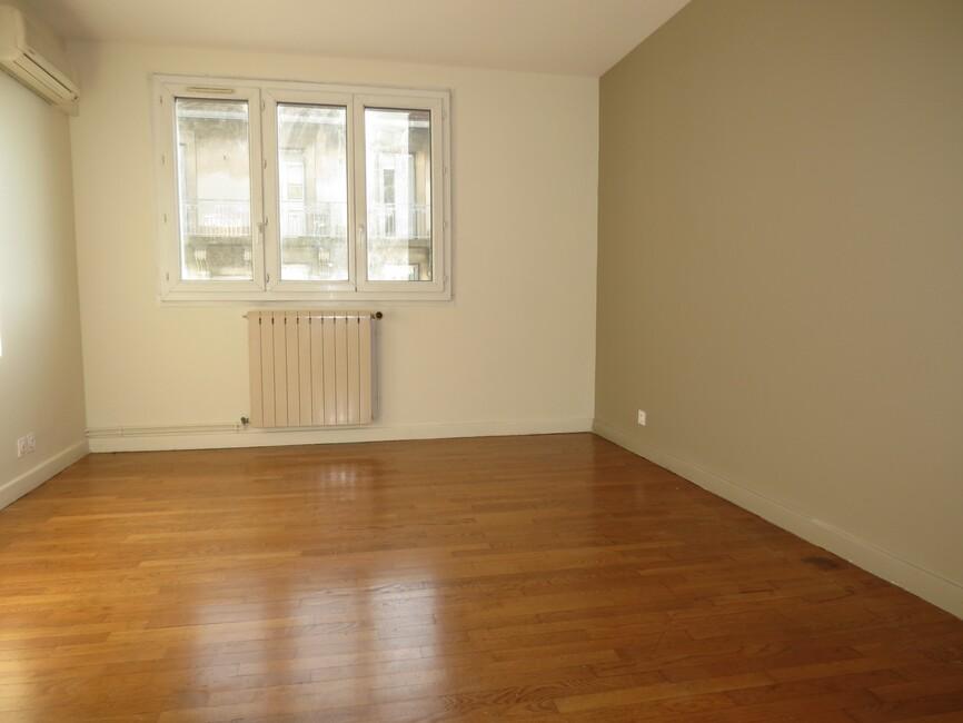 vente appartement 3 pi ces grenoble 38000 422637. Black Bedroom Furniture Sets. Home Design Ideas