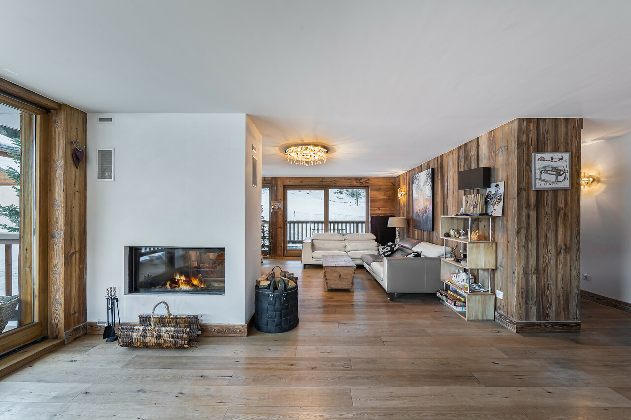 UNIQUE LOCATION ON SKI SLOPES Chalet in Courchevel
