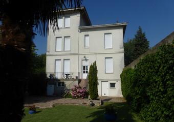 Vente Maison 10 pièces 292m² Beaurepaire (38270) - Photo 1