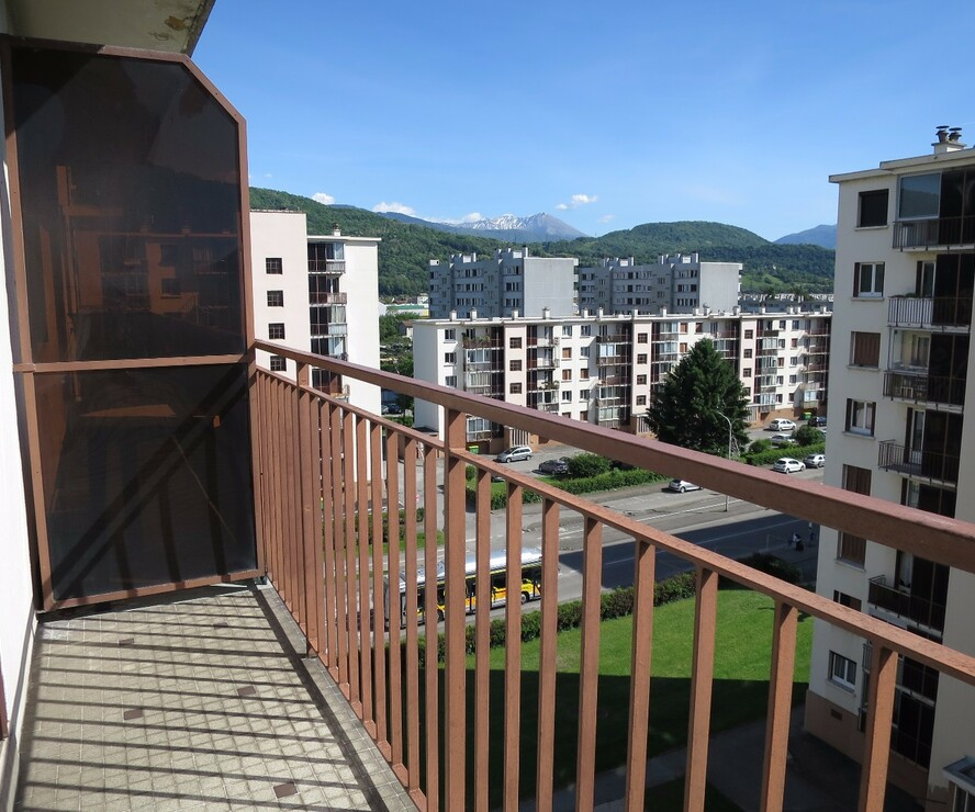 location appartement 3 pi ces saint martin d 39 h res 38400 261759. Black Bedroom Furniture Sets. Home Design Ideas