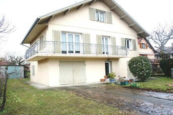 Sale House 6 rooms 140m² SAINT EGREVE - photo