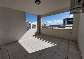 Location Appartement 1 pièce 30m² Sainte-Clotilde (97490) - photo