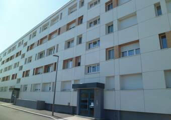 Location Appartement 4 pièces 74m² Saint-Priest (69800) - Photo 1