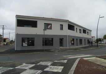 Location Local commercial 1 pièce 71m² Bonson (42160) - Photo 1