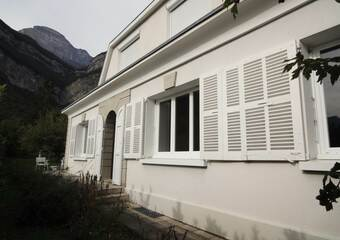 Renting House 8 rooms 206m² Crolles (38920) - Photo 1