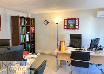 Location Bureaux 4 pièces 112m² Saint-Denis (97400) - Photo 1
